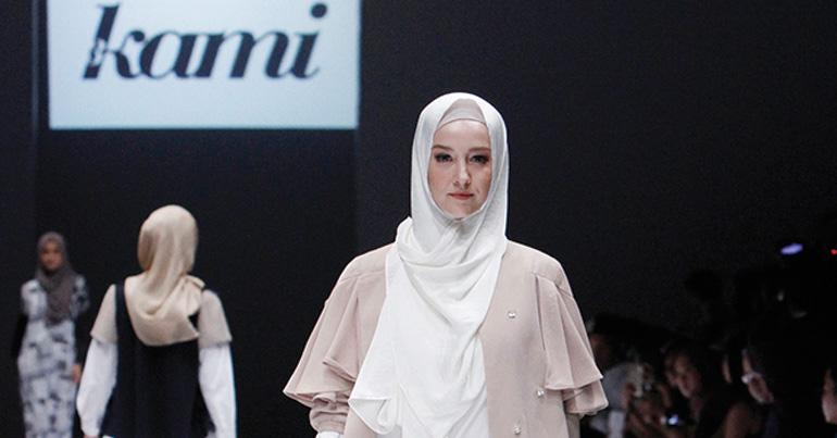 A model treads the catwalk in a Kami Idea design