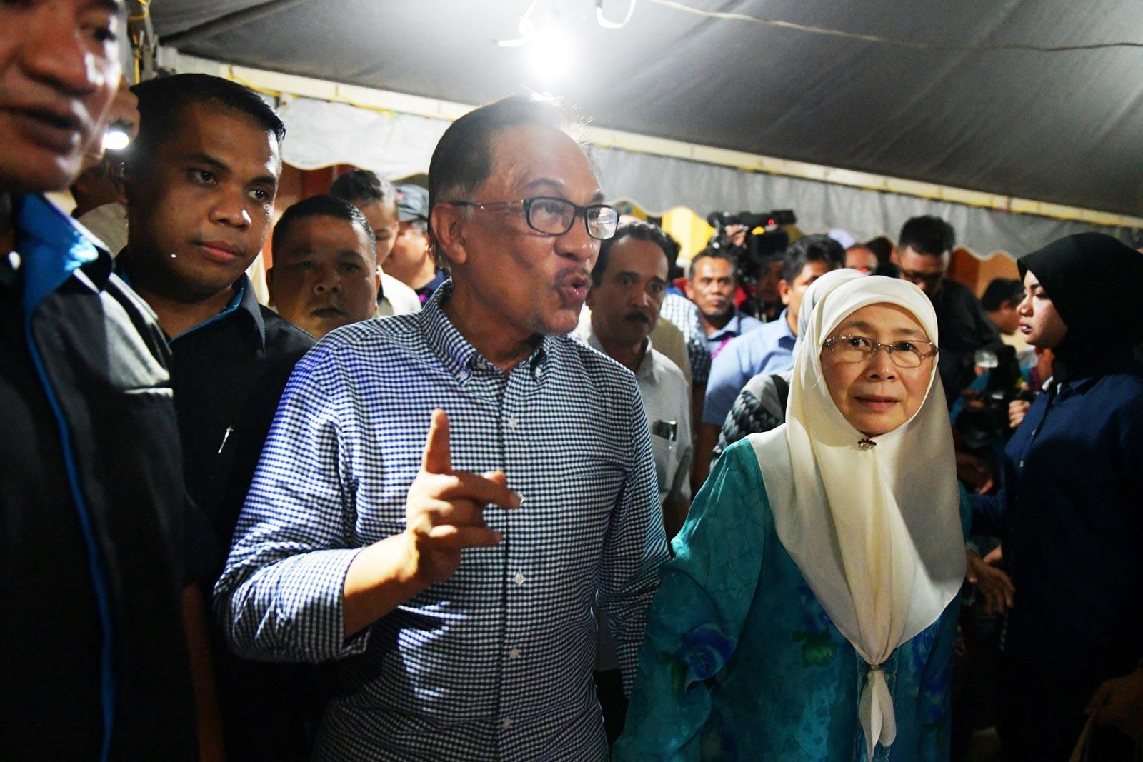 Anwar Ibrahim with his wife Wan Azizah Wan Ismail.