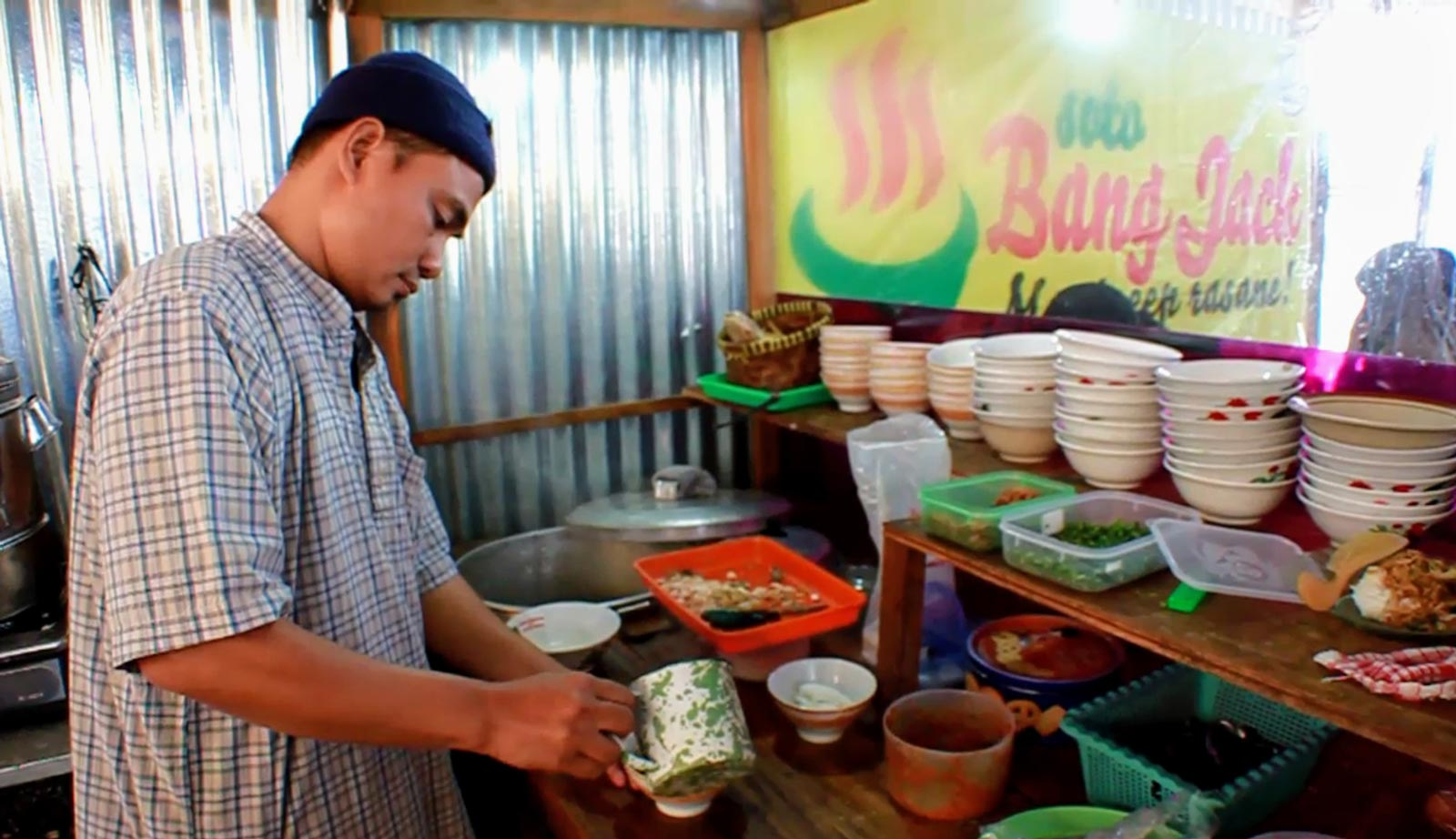 Former terrorist Joko Tri Harmanto, also known as Jack Harun, prepares traditional Indonesian soto in his restaurant in Central Java. Photo: Kusumasari Ayuningtyas