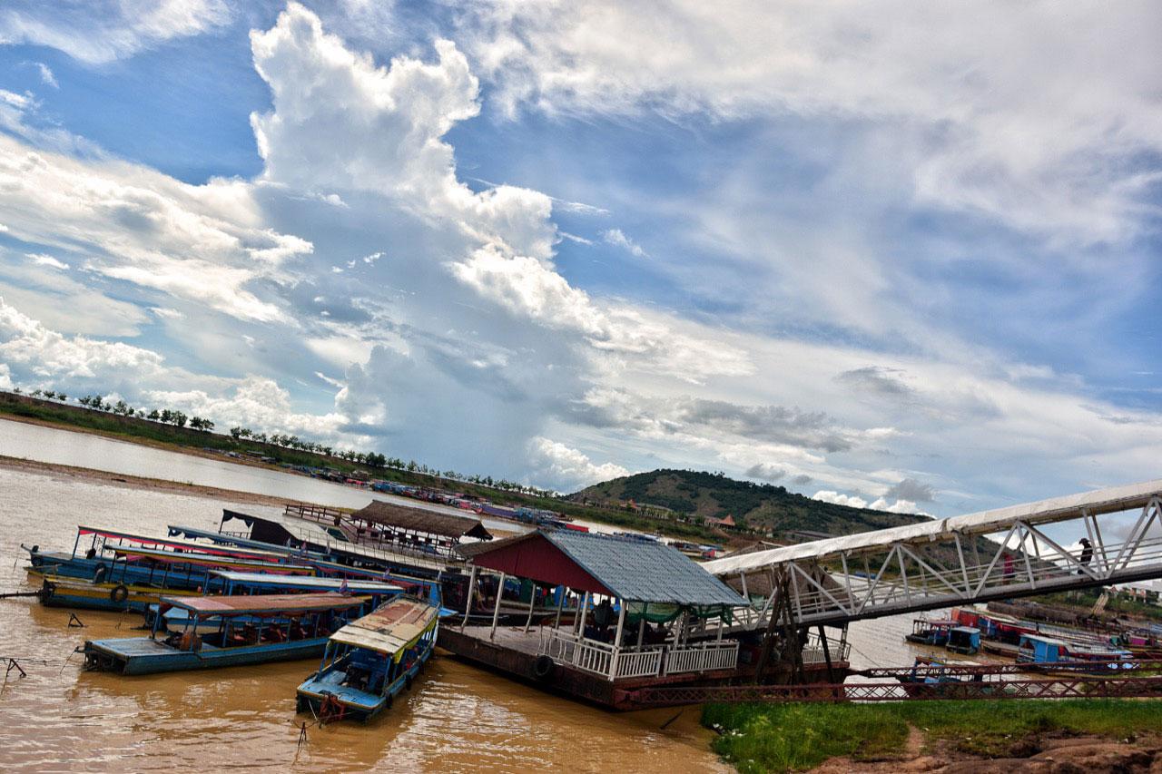 Boats docking on the Tonle Sap shore. Photo: Simon Roughneen