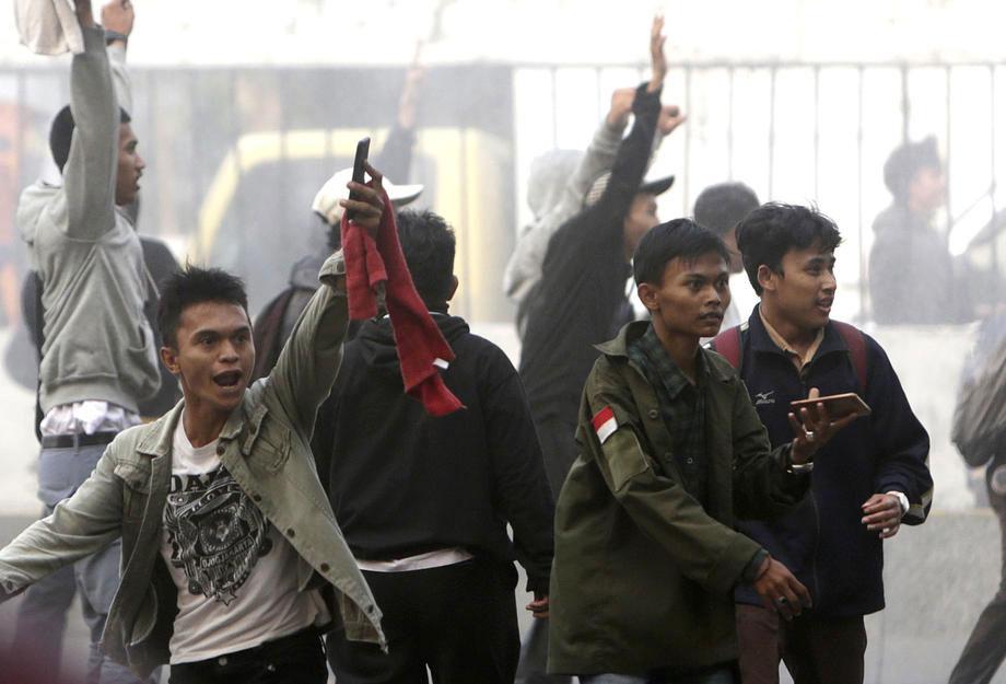 Indonesian students outside parliament in Jakarta on 25 September 2019. Photo: EPA-EFE/Adi Weda