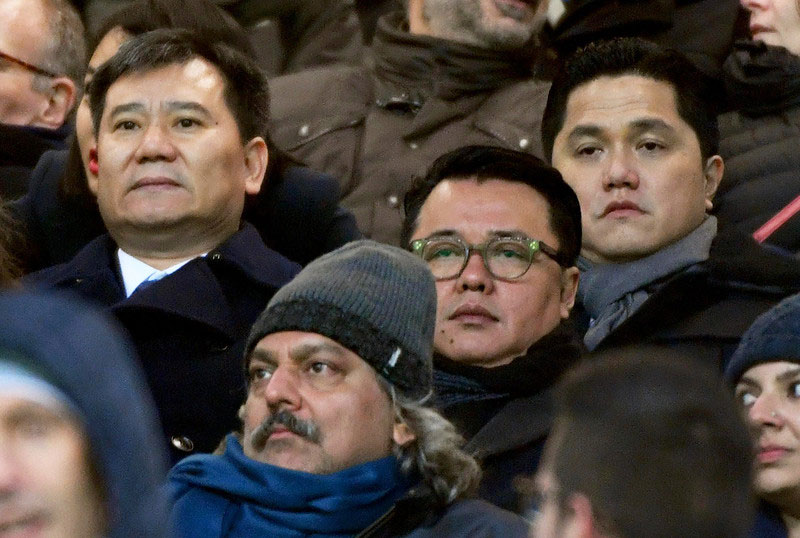 Former president of Inter Milan football club Erick Thohir (R) attending a match in Milan in November 2016. Photo: EPA/Daniel Dal Zennaro